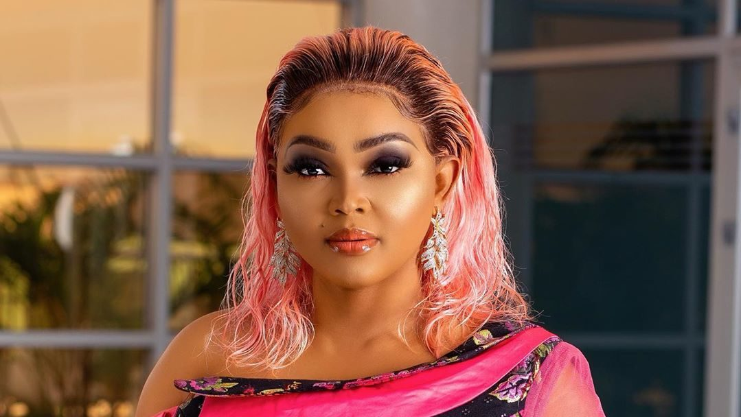 Mercy Aigbe Flaunts Her Flawless Skin & Curves In Multi