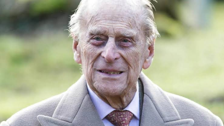 Queen Elizabeth & Prince Phillip's Family Tree Shows How They Were Related By Blood (pics)
