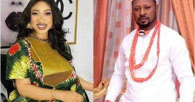 Video Of Tonto Dikeh's Ex-Boyfriend, Prince Kpokpogri Being Released From Police Custody surfaces After He Denied Being Arrested (watch video)